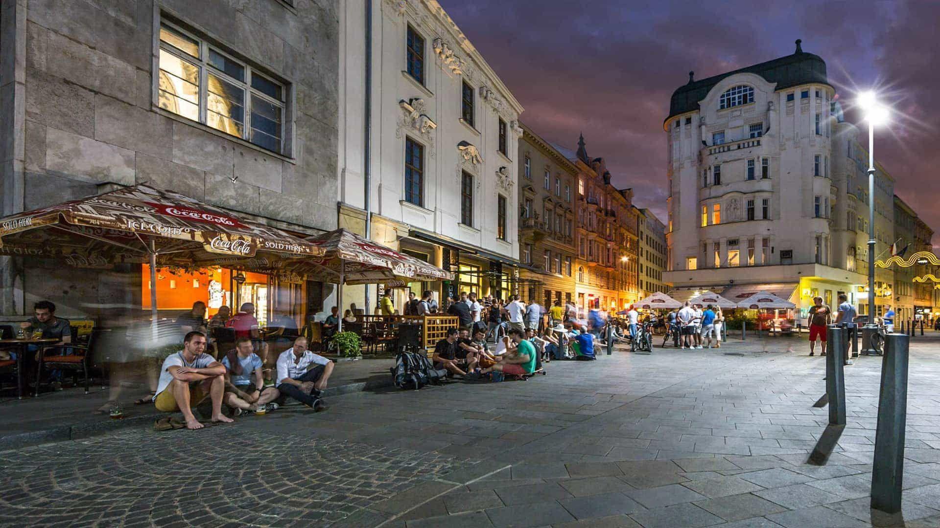 Noční život -Jakubské náměstí v Brně