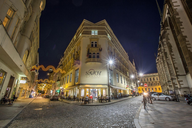 Jakubské náměstí v Brně. Noční život.