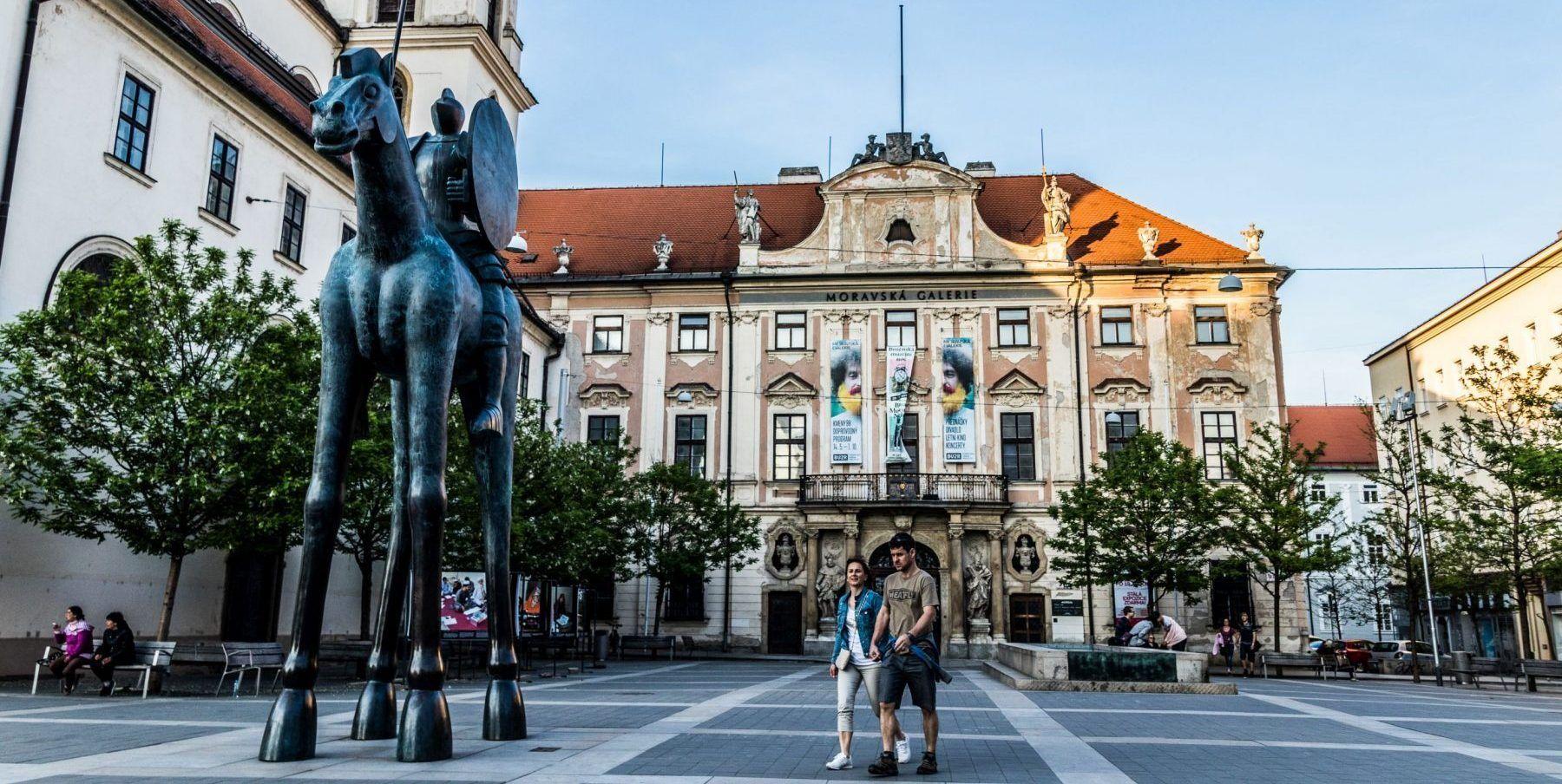Moravské náměstí - socha Jošta v Brně
