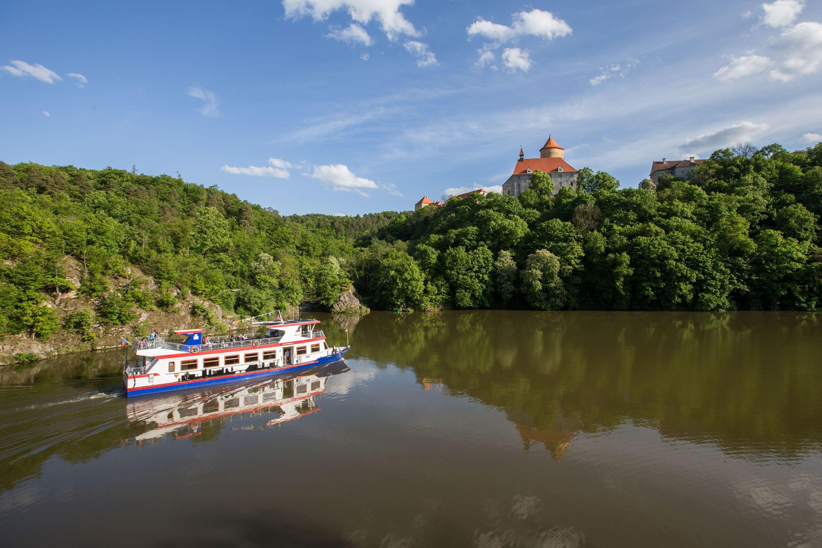 Lodní doprava na přehradě v Brně