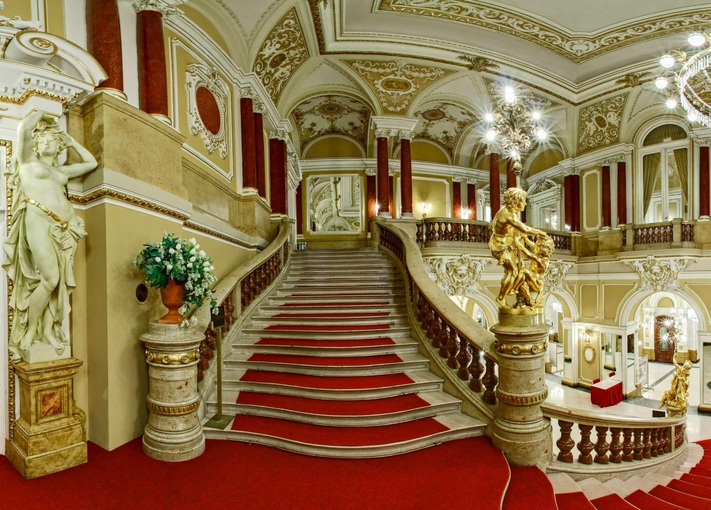 Mahenovo divadlo v Brně foyer