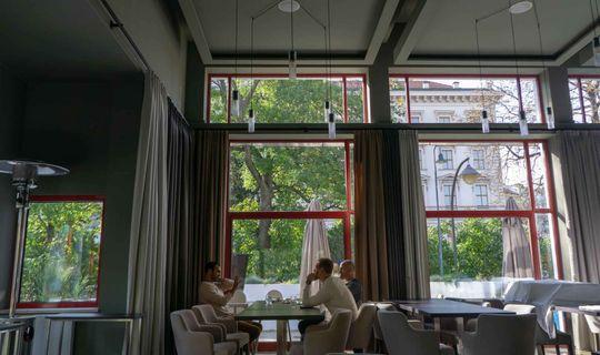 Pavillon Restaurant - Jerzy Packowski a Lukáš Pecena a herec Roman Blumaier
