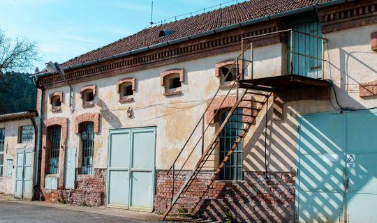 Bývalá tovární budova patřící k cukrovaru Viktora Bauera, (c) Františka Foto