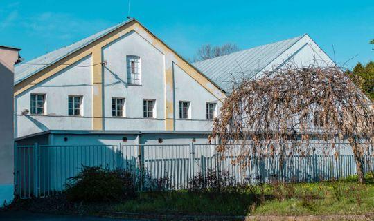 Jedna z továrních budov patřících k cukrovaru Viktora Bauera, (c) Františka Foto